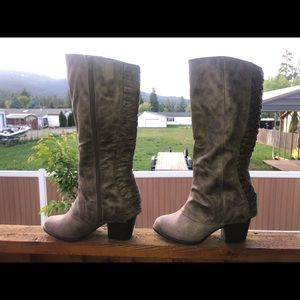 Fergalicios Knee High Heeled Boots